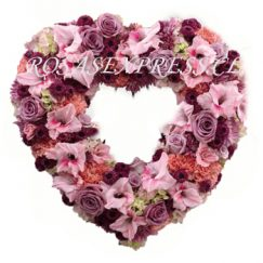 1865 Corazón fúnebre con flores surtidas de la temporada Liliums, Altromerias, Rosas, Pompones Margaritas