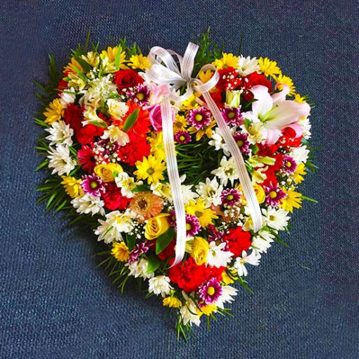 1876 Corazón fúnebre primaveral con flores variadas