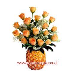 1521 Arreglo floral en Piña de 15 Rosas Ecuatorianas