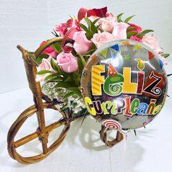 1832 Bicicleta floral con 15 rosas importadas + globo metálico
