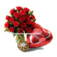 1820 Florero de 14 rosas importadas, globo y bombones Cherry Queen
