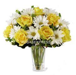 1867 Diseño floral en florero de 06 rosas y pompones margaritas blanco finamente presentadas