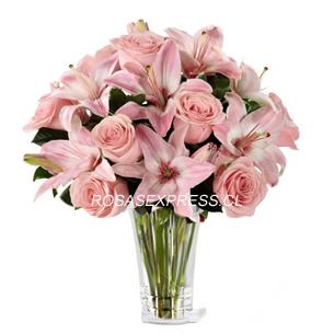 1868 Arreglo floral en florero transparente de 08 rosas + 03 varas de liliums finamente presentadas